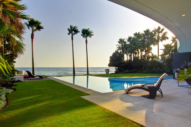 Villa for sale in Playa Los Monteros, Spain