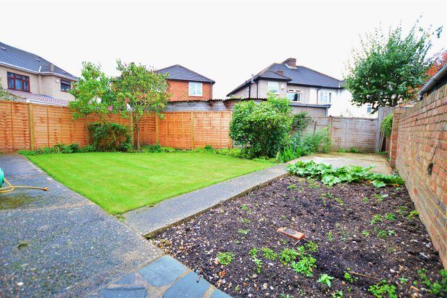 Tuns Lane Slough Sl1 3 Bedroom Detached House For Sale