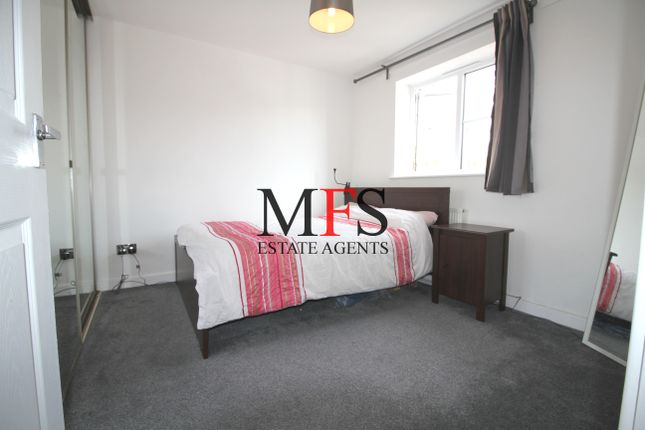 Thumbnail Flat to rent in Lowden Road, Southall