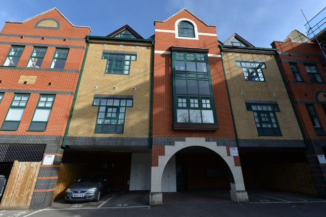 Thumbnail Flat to rent in St Mary's Place, Southampton