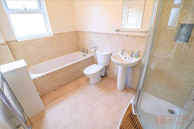 Bathroom of Factory Street West, Atherton M46