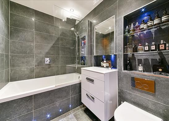 Bathroom of Gainsborough Studios North, Poole Street, London N1