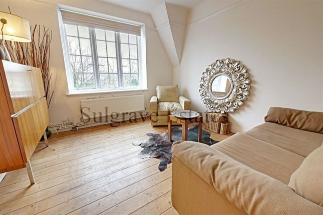 Flat to rent in Mortimer Crescent, London