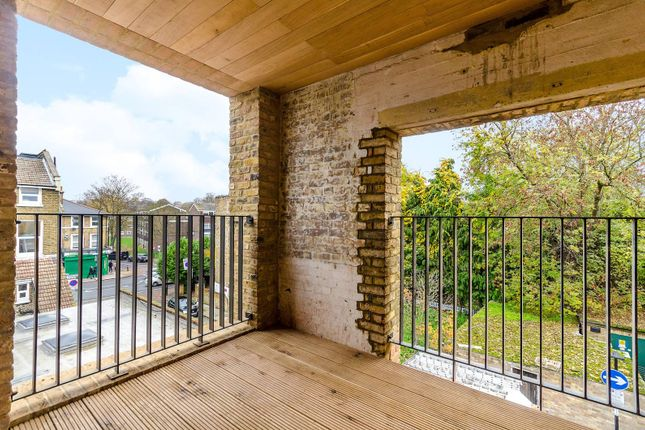 Thumbnail Flat to rent in Old Road, Lewisham