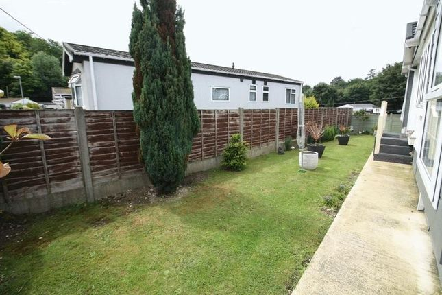 2 Bed Mobile Park Home For Sale In Rayners Avenue Loudwater High Wycombe HP10