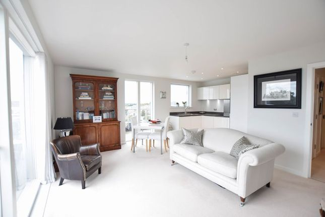 Thumbnail Flat for sale in Grosvenor Mansions, Camberley