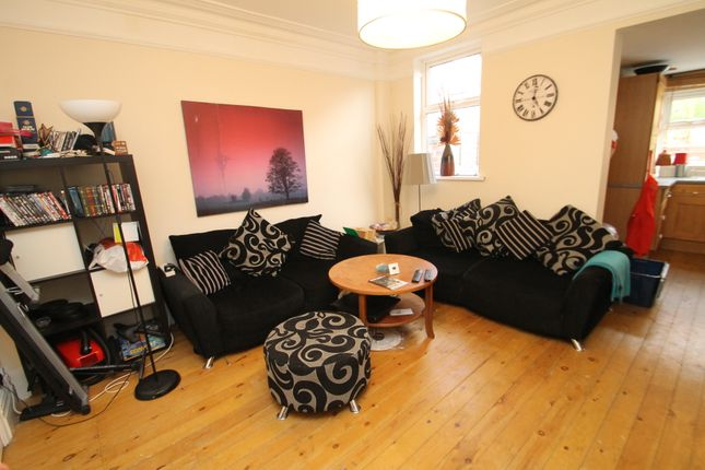 Thumbnail Room to rent in Fernwood, Park Villas, Roundhay, Leeds