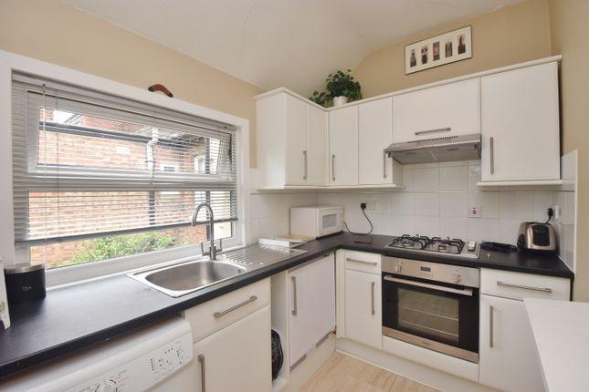 1 bed flat to rent in Broad Lane, Hampton