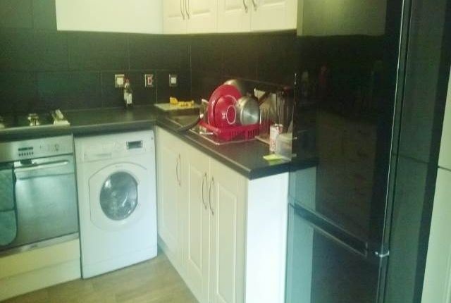Thumbnail Room to rent in Farm End Close, West Bromwich, West Midlands