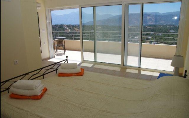 Villa Jasmine Double Bedroom & Balcony