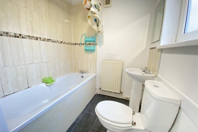 Thumbnail Property to rent in Carisbrooke Avenue, Manvers Street, Hull