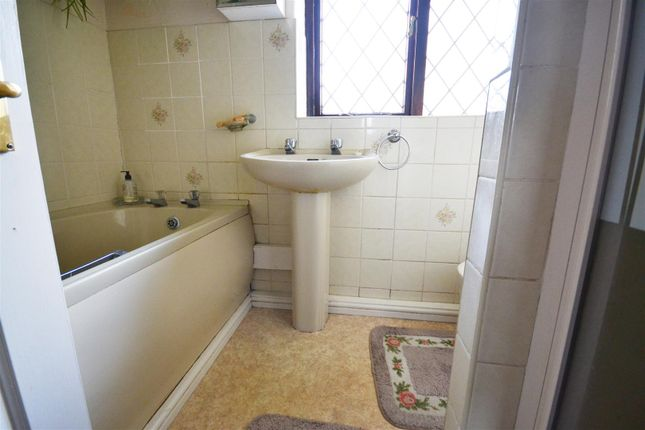 Bathroom of Queen Elizabeth Avenue, Neyland, Milford Haven SA73