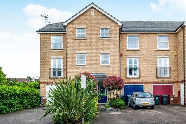 Thumbnail Town house for sale in Sunderland Grove, Leavesden, Watford