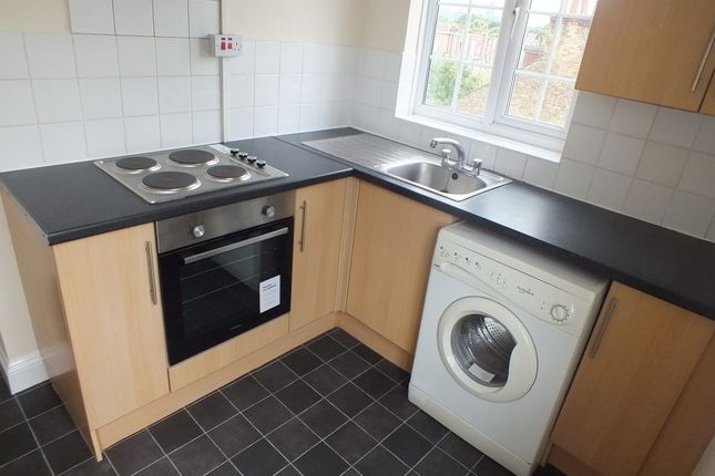 Flat to rent in Northfield Avenue, London