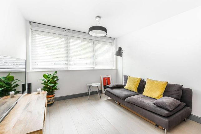 Thumbnail Flat for sale in Connaught Avenue, Chingford