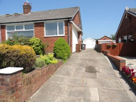Thumbnail Semi-detached bungalow to rent in Bromley Cross Road, Bolton