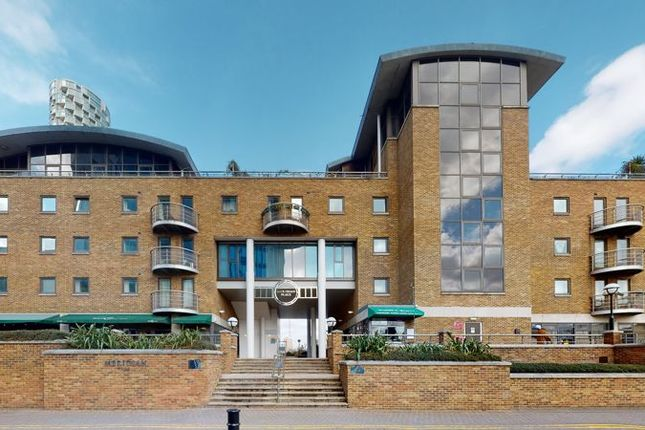 Thumbnail Flat to rent in Meridian Place, London