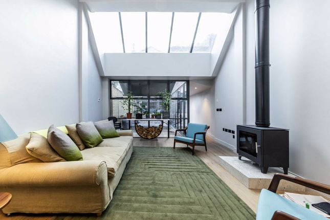 Thumbnail Property for sale in Flask Walk, London
