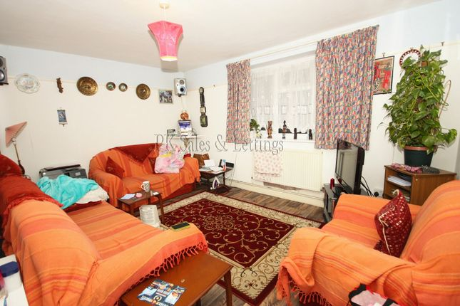Thumbnail Flat to rent in Lamport Close, Woolwich