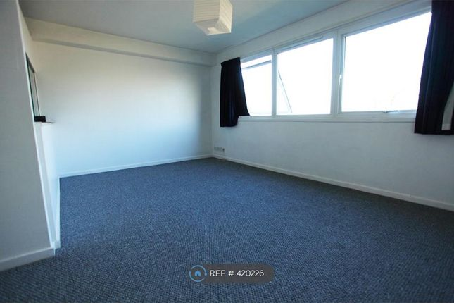 Thumbnail Flat to rent in King Henry's Drive, Lewes