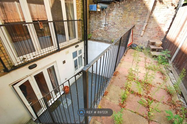 Outdoor Terrace of York Way, London N7