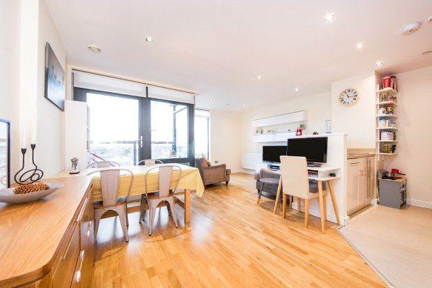 2 bed flat to rent in Pinnacle House, Enfield EN1