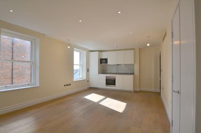 Studio to rent in Kensington High Street, Kensington, London