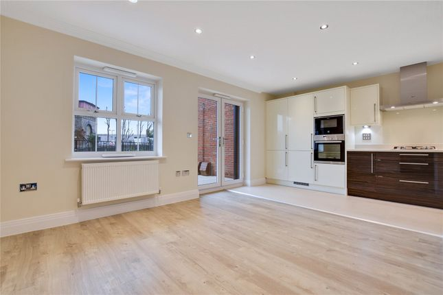 Thumbnail Flat to rent in Victoria Close, Rickmansworth, Hertfordshire