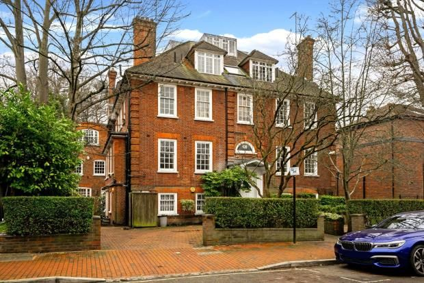 Picture No. 22 of Redington Gardens, Hampstead, London NW3