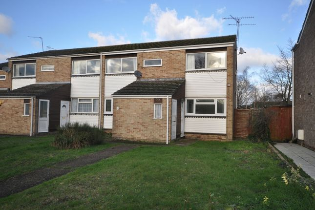 Thumbnail Maisonette to rent in Wallace Close, Woodley, Reading