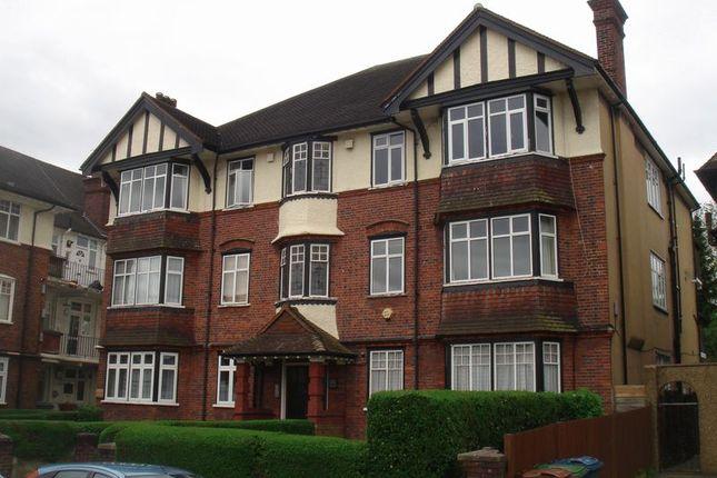 3 bed flat to rent in Kenton Court, Kenton Road, Harrow