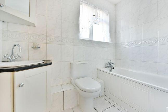 Bathroom of Brockenhurst Way, London SW16