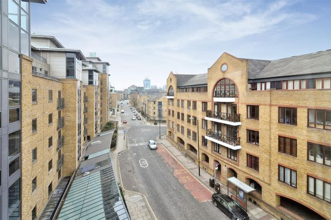 Parking/garage to rent in Wapping High Street, London