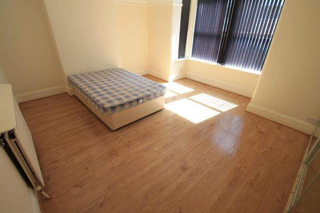 Thumbnail Property to rent in Ashburnham Road, Luton