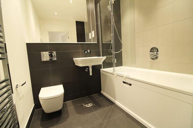 Bathroom of Harlequin House, Padworth Avenue, Reading RG2