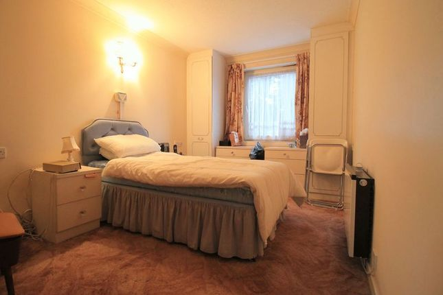 Bedroom of Beehive Lane, Ilford IG4