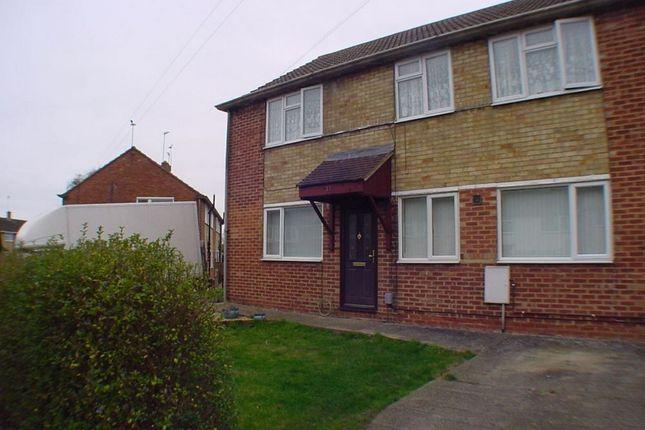 Thumbnail Flat to rent in Elmhurst Road, Aylesbury, Buckinghamshire