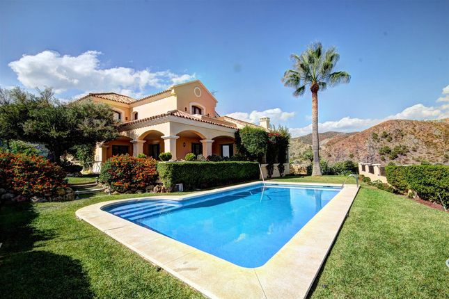 Villa for sale in Las Lomas De La Quinta, Costa Del Sol, Spain