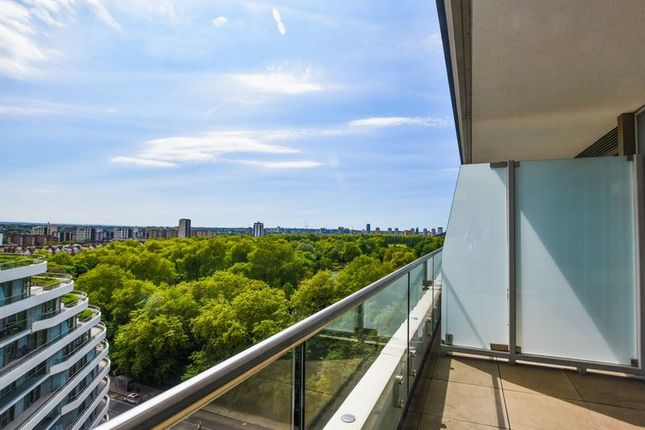Thumbnail Flat for sale in Cascade Court, Vista, Chelsea Bridge