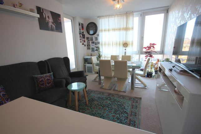 Thumbnail Flat to rent in Cotterells, Hemel Hempstead