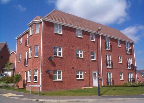 Thumbnail Flat to rent in Farnborough Drive, Daventry