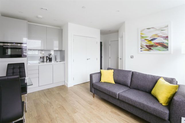 1 bed flat to rent in Papermill House, South Street, Romford RM1