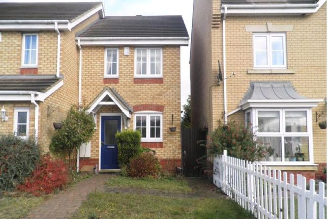 2 bed property to rent in Claridge Close, Leighton Buzzard