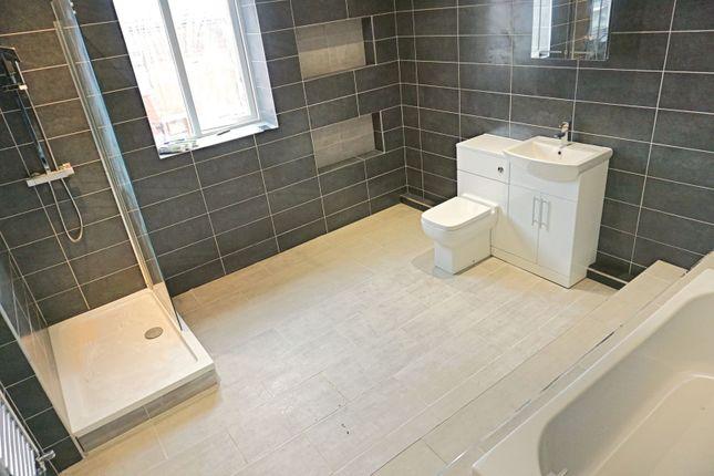Bathroom of Saunders Road, Blackburn BB2