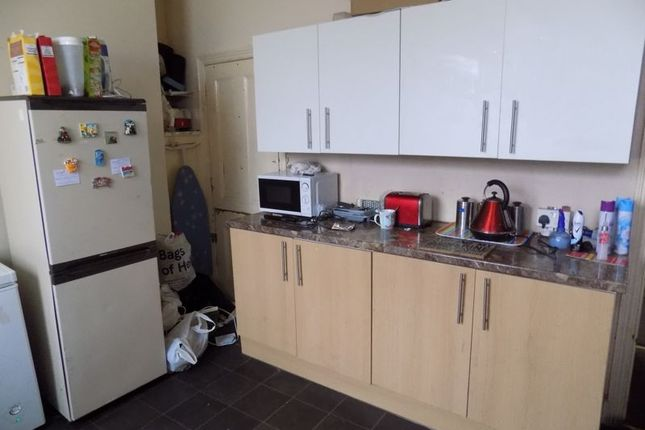 Kitchen of Clover Street, Bradford BD5