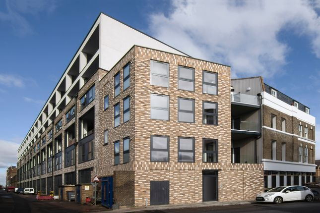 2 bed flat for sale in Arklow Road, London SE8