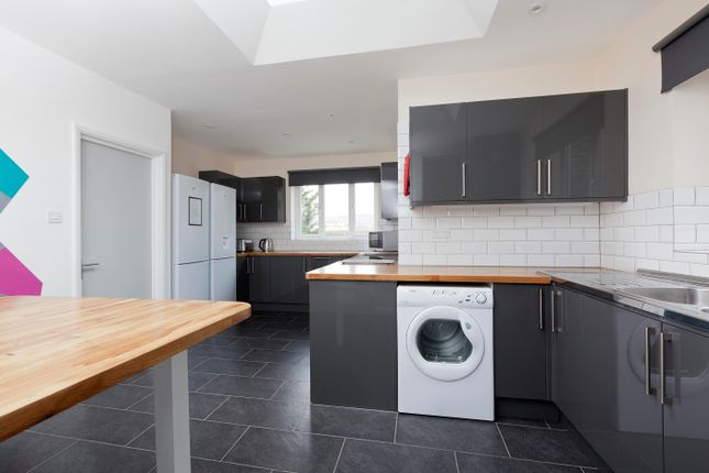 6 bed property to rent in Hillside, Brighton