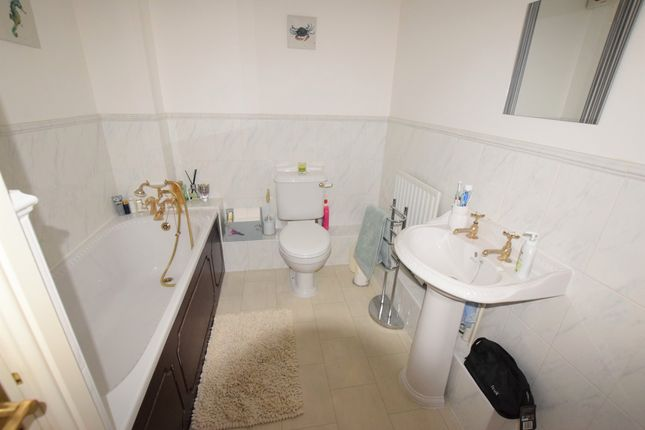 Family Bathroom of Admiralty Way, Eastbourne BN23
