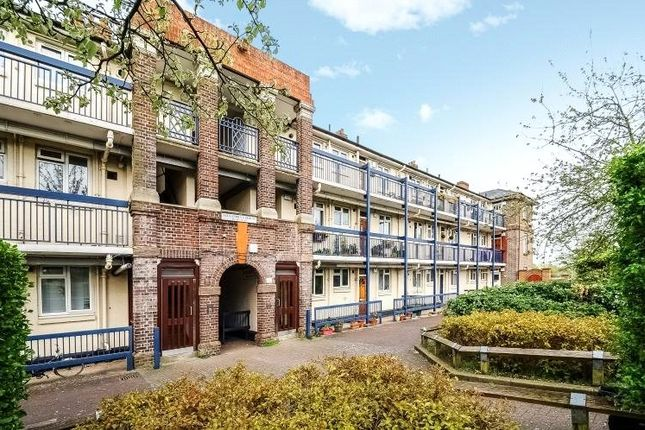 Thumbnail Flat for sale in Alexandra Gardens, London
