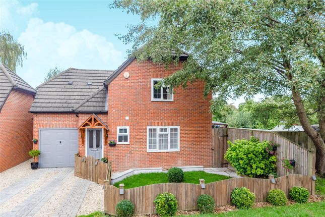 Picture No. 10 of Droitwich Close, Bracknell, Berkshire RG12